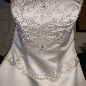 Da Vinci Wedding Dress